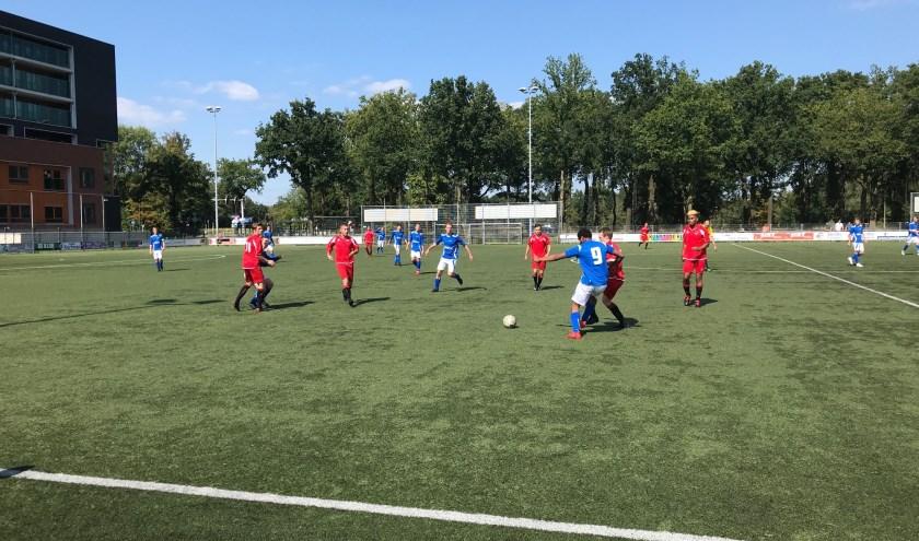 Beeld uit de bekerwedstrijd Avanti - SV De Lutte die in 5-0 eindigde. Afgelopen zondag verloor De Lutte thuis van Hengelo, 0-2. Foto: Bart Bulter