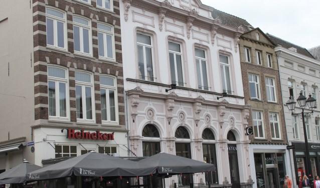 Op de plek van het huidige pand waren ooit de sociëteiten De Zwarte Arend en De Witte Arend gevestigd. Foto: Josephine Peren