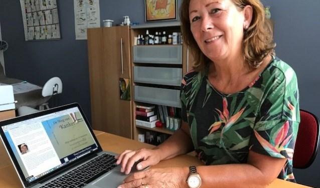 """Dory Leenders schreef 'De Weg van Kanker': """"Je hebt ook een eigen verantwoordelijkheid, ga niet langs de zijlijn zitten!"""" (Foto Corine van Dijk)"""
