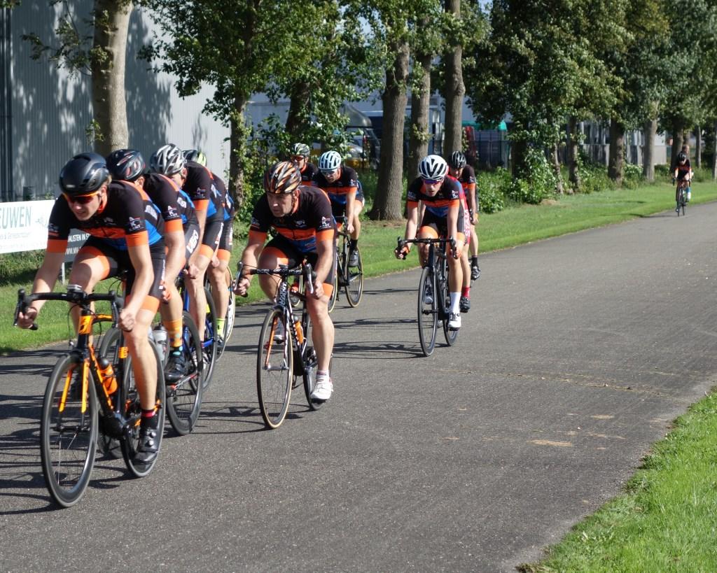 OCK - Henry Satter werd eerste bij de mannen, gevolgd door Thomas Bakker en good old Erik Satter. Voor alle andere uitslagen en meer informatie:  www.wtcmaaswaal.nl.