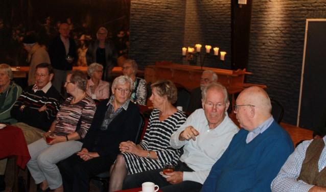 Behoorlijk wat belangstelling tijdens de donateursavond van de Stichting Vrienden van de Aaltense Synagoge in de Hofnar, Aalten
