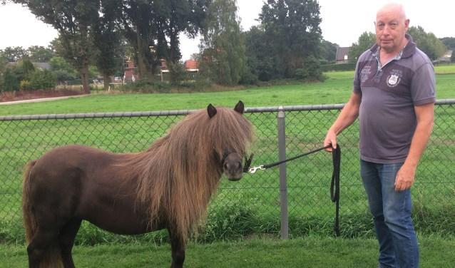 Leo van Zuijlen is met zijn stal Chamilly actief in Mill met het fokken van pony's.
