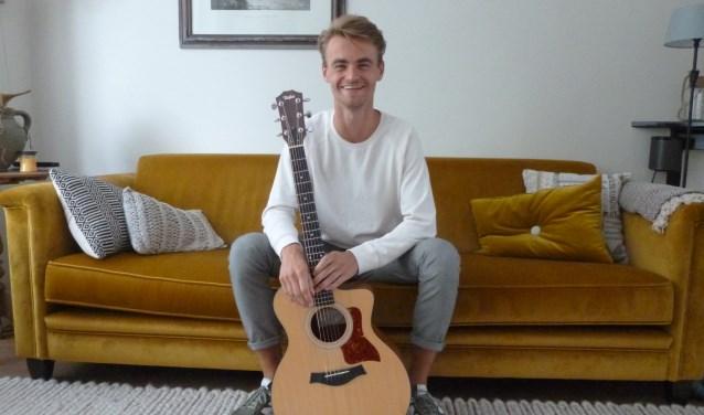 'Verlegen' is de nieuwe single van singer-songwriter Ruben Schaap uit Bennekom. (Foto: Julie van Rooij)
