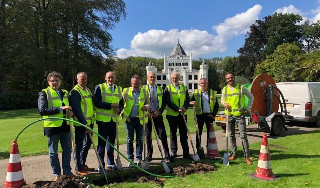 Het buitengebied in de Kromme Rijnstreek wordt van glasvezel voorzien. Maandag 10 septemberis officieel een start gemaakt bij het Landgoed Sandenburg.