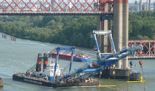 Van Rotterdam tot Dordrecht; iedereen heeft de Matador-vloot weleens voorbij zien varen. Foto: Joop van der Hor