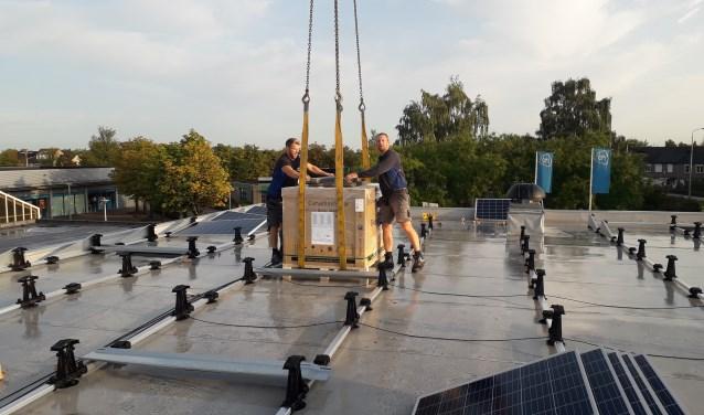 Op het dak van De Bergspil zijn vorige week zonnepanelen geplaatst.