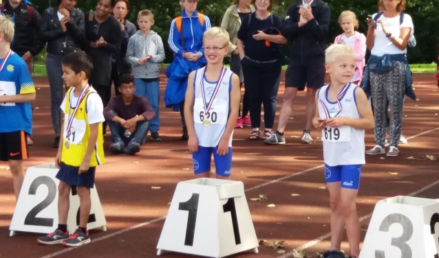 Eneas op plek 1 en Florian op plek 3 bij de atletiekfinale in Utrecht.