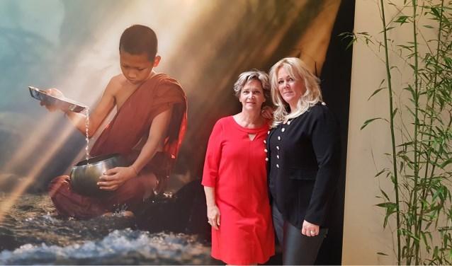 Yolanda van Gils en Kim van de Dobbelsteen kennen elkaar al 20 jaar en geven nu samen vol gas in een spiritueel centrum.