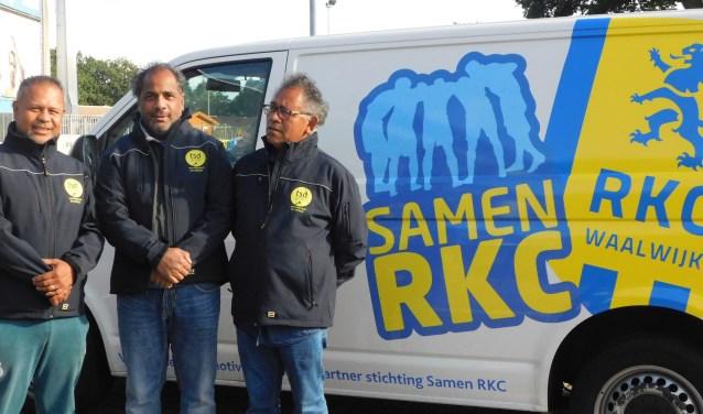 Abu Santi, Noes Latuhihin en Mochtar Santi zijn de inintiatiefnemers van Walking Football Waalwijk. Foto: Anke te Boekhorst