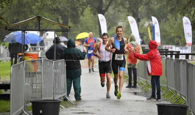 Koen Hijman, vorig jaar nog tweede heer, was de winnaar bij de mannen. Hij liep de tweede ronde van 5 km op één schoen, desondanks wist hij de snelste tijd neer te zetten.