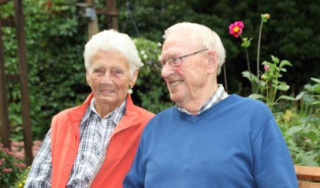 Henk en Jenny Prins (95 en 91 jaar en 70 jaar getrouwd) wonen nog steeds zelfstandig aan de F. A. Molijnlaan. Foto Dick Baas