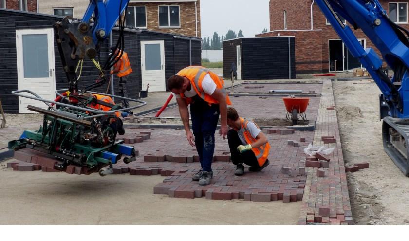 Stratenmakers maken meters bij bouwproject De Haven. Foto: Roel van Deursen