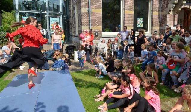 Theaterhuis De Berenkuil actief tijdens het Uitfeest in 2017. Fotografie: Remke Spijkers www.remkespijkers.com