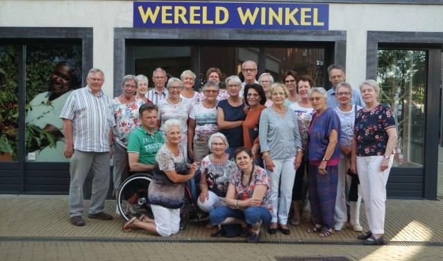 Het team van de Wereldwinkel Barneveld viert het 40-jarig jubileum.