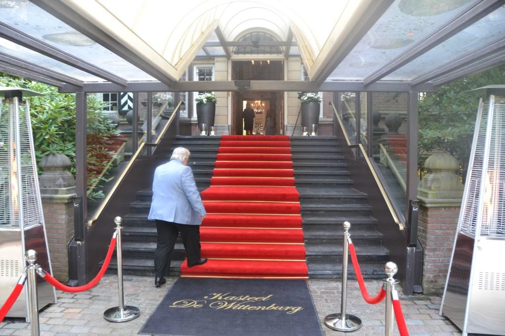 Mode zakenman Tony Tetro arriveert op het kasteel Foto:  © Persgroep