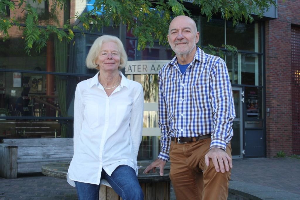 Tineke Rossel en Martin van Angeren voor Theater Aan de Slinger. Ook vrijwilliger worden? Kijk op www.aandeslinger.nl. Foto:  © Persgroep