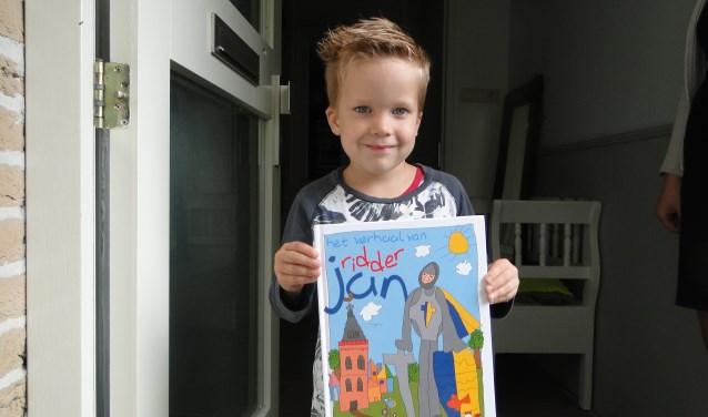 David vanb Beek toont trots zijn boek over Ridder Jan