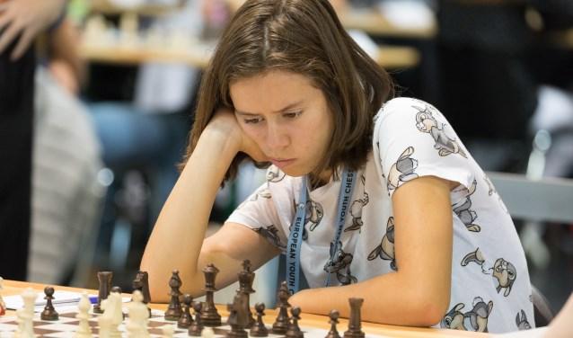 Anna Martinez in actie op het EK. Na een goede eindsprint behaalde ze 4½ punt uit 9 partijen. (foto: Harry Gielen)