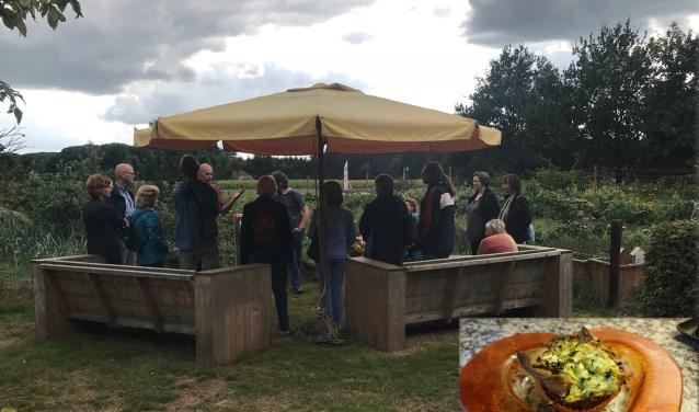 Boer Willem verzorgde ieder uur een rondleiding op de tuin. Inzet: het taartje met courgette die onder meer geserveerd werd op het festival.