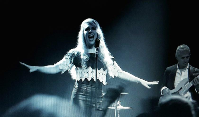 Joyce Rising (Joyce van der Leij) tijdens de video opname van het liedje 'Proud to be me' in Gigant. (foto: Beeldzeggend filmproducties)