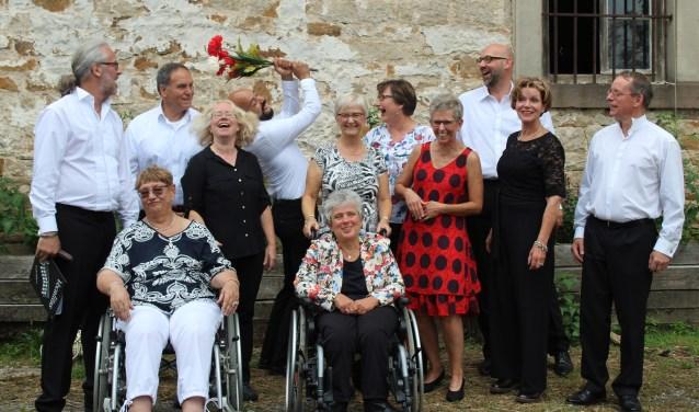 De leden van dit ensemble ontmoetten elkaar bij de zanglessen van zangpedagoog en zanger Cor Kuiper.