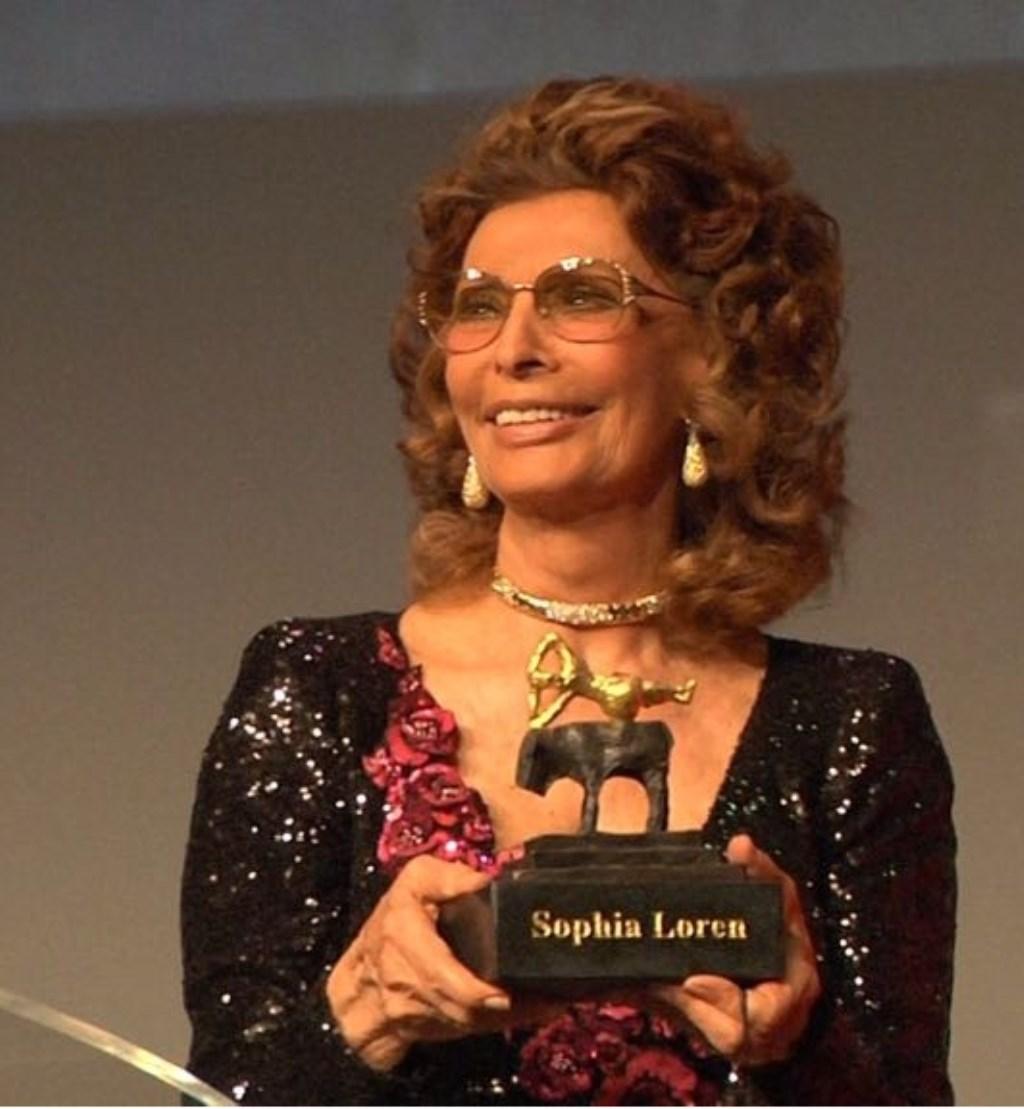 Sophia Loren nam haar Grand Actong Award in ontvangst. Foto: Conny den Heijer. Foto: Willem Woznitza © Persgroep