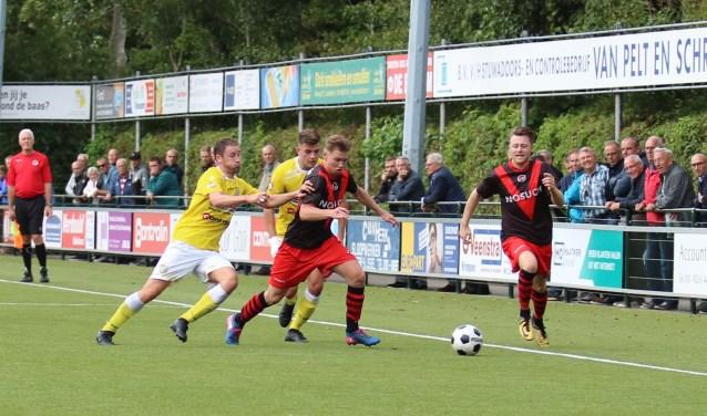 Sven van der Net en doelpuntenmaker Xavier Leenheer zijn twee Spirit-spelers de baas. (foto: Edwin Schreurs)