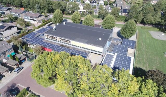 Ook De Hoeven maakt een verduurzamingsslag. Op het dak liggen sinds kort 249 zonnepanelen. FOTO: Sustainergy/Barry Noij