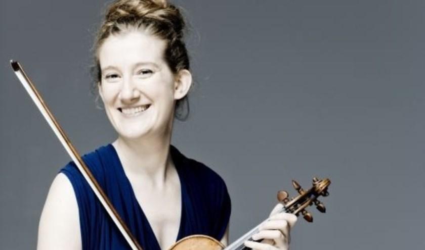 Het Orkest van het Oosten opent het seizoen met violiste Maria Milstein. Foto: Marco Borggreve