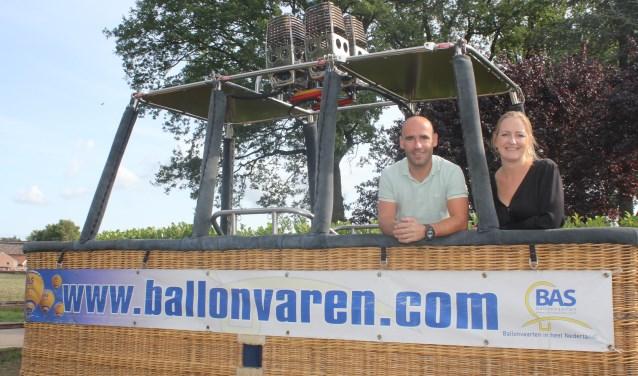 Bas en Bianca Spierenburg in één van de grotere manden. Foto: Arjen Dieperink