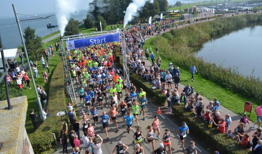 Veel deelnemers voor het loopevenement. (Foto: Privé)