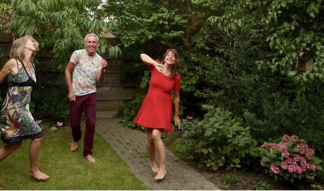 Annelies Stigter, Arie Zwaal en Hester Zwaal in de dans