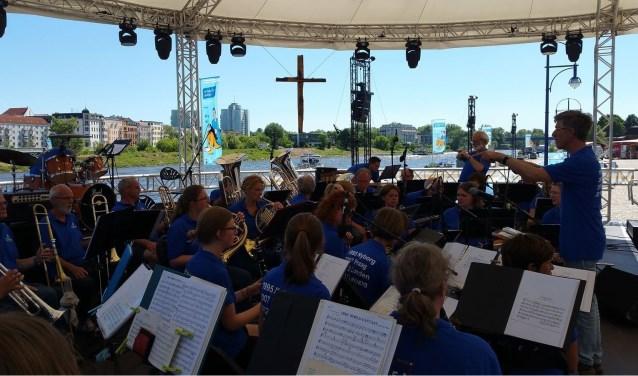 Het orkest De Harmonie dat dit jaar 110 jaar bestaat brengt verschillende soorten muziekstijlen ten gehore. Foto: Openluchttheater Gorssel.