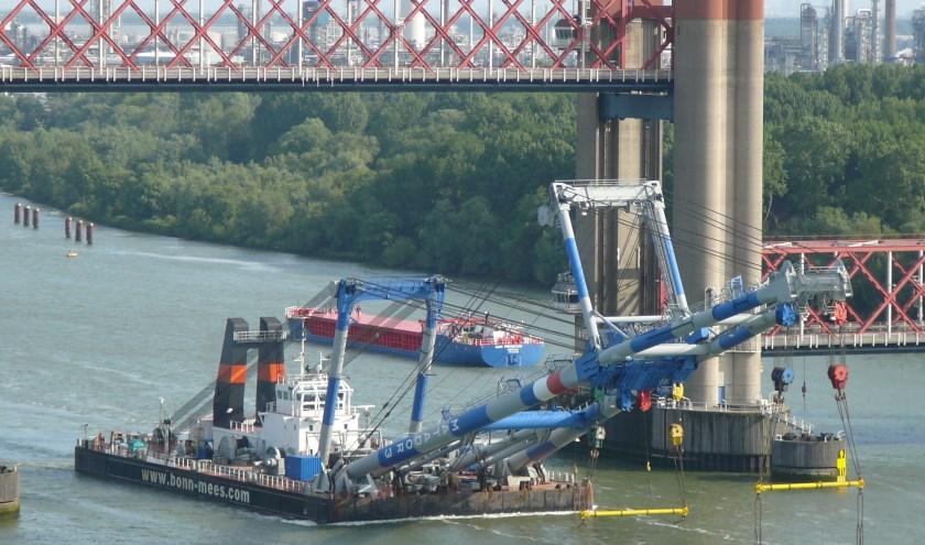 Van Rotterdam tot Dordrecht; iedereen heeft de Matador-vloot weleens voorbij zien varen. (Foto: Joop van der Hor)