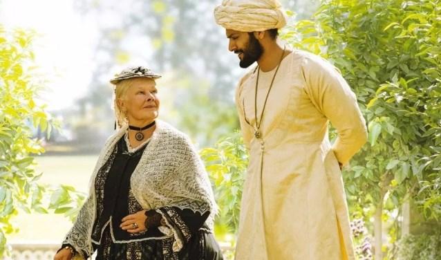 Victoria and Abdul is een gedetailleerde film die een goed beeld geeft van het Engelse hof in die tijd, het leven daar en natuurlijk de nauwe contacten tussen de koningen en haar leraar-bediende.