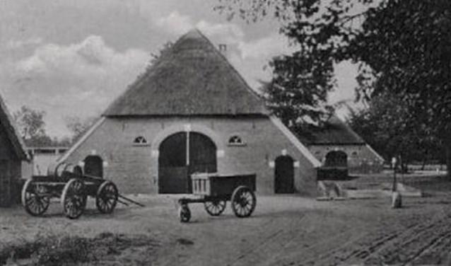 Twentse boerderijen zijn herkenbaar aan de rond gemetselde toog voor de deeldeuren. Bron: J. Strokap.