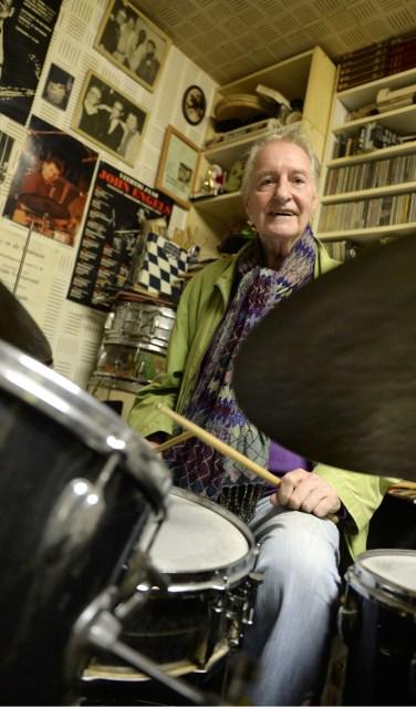 Drummer John Engels in zijn studio in zijn Amsterdamse woning. Foto: Annina Romita