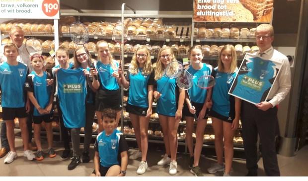 Alle jeugd van Amptmeijer Badminton '80 wordt dit jaar gesponsord door Plus Van der Hoven Wezep. Eigen foto