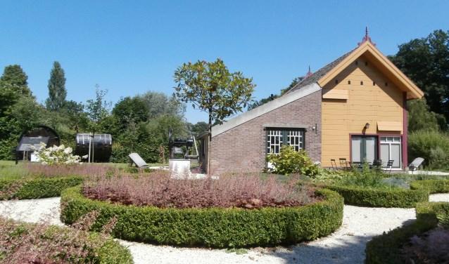 De busexcursie gaat zondagochtend 9 september naar Ravenstein. Daar worden onder andere de smederij en het leerlooierijhuisje bezocht. Ook het oude raadhuis staat op het programma.