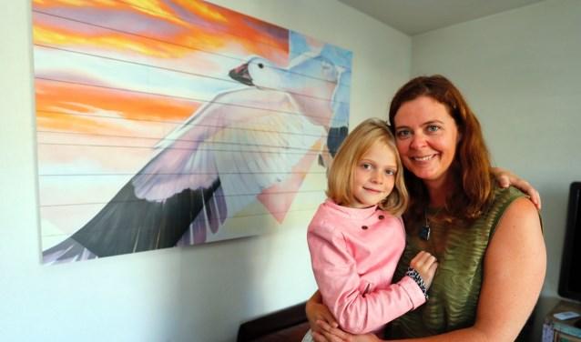 Moeder en dochter Van der Wijst: 'We beginnen steeds meer te beseffen dat de fagen echt geholpen hebben.' FOTO: Bert Jansen.