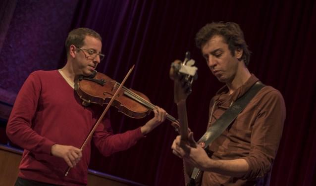 Mark Haanstra en Oene van Geel delen een muzikale geschiedenis van meer dan twintig jaar.  Met altviool en basgitaar bereiken zij een maximaal contrast.