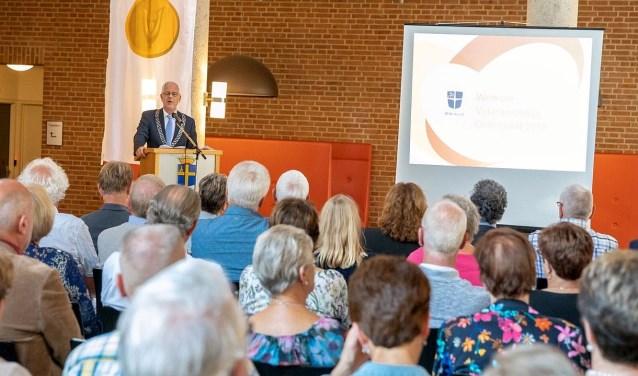 Burgemeester sprak op Veteranendag alle veteranen uit Oldenzaal toe en dankte ze voor hun inzet voor vrede en veiligheid. Foto: twitter.com/stadoldenzaal