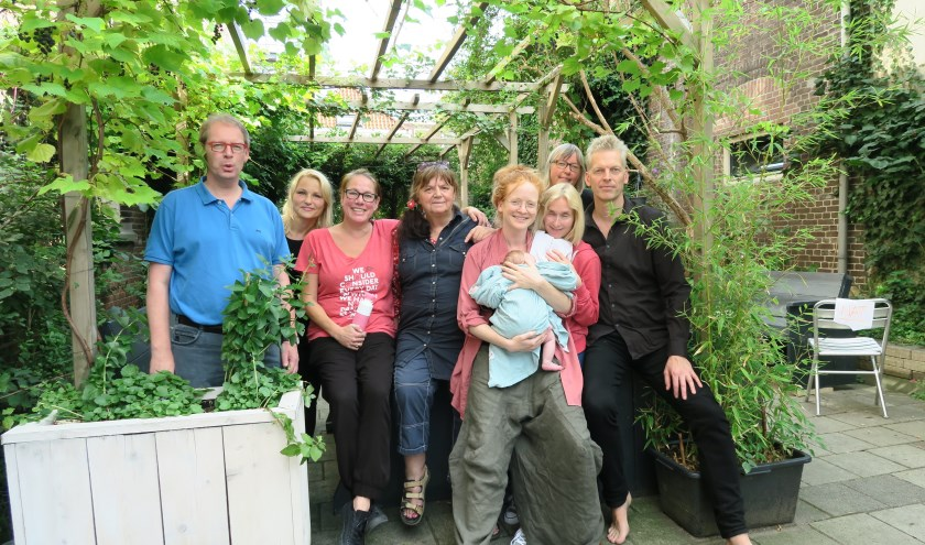 Rob van der Schoot, Sylwia Niekolaas, Anne Leupen, Marian Ruijgers, Cézanne Tegelberg met baby, Esther Love, Marie-Jet Eckebus, Feico Dillema