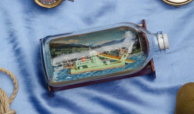Scheepjes in flessen: een eeuwenoude zeemanshobby die jong en oud nog steeds boeit. (Foto: Privé)