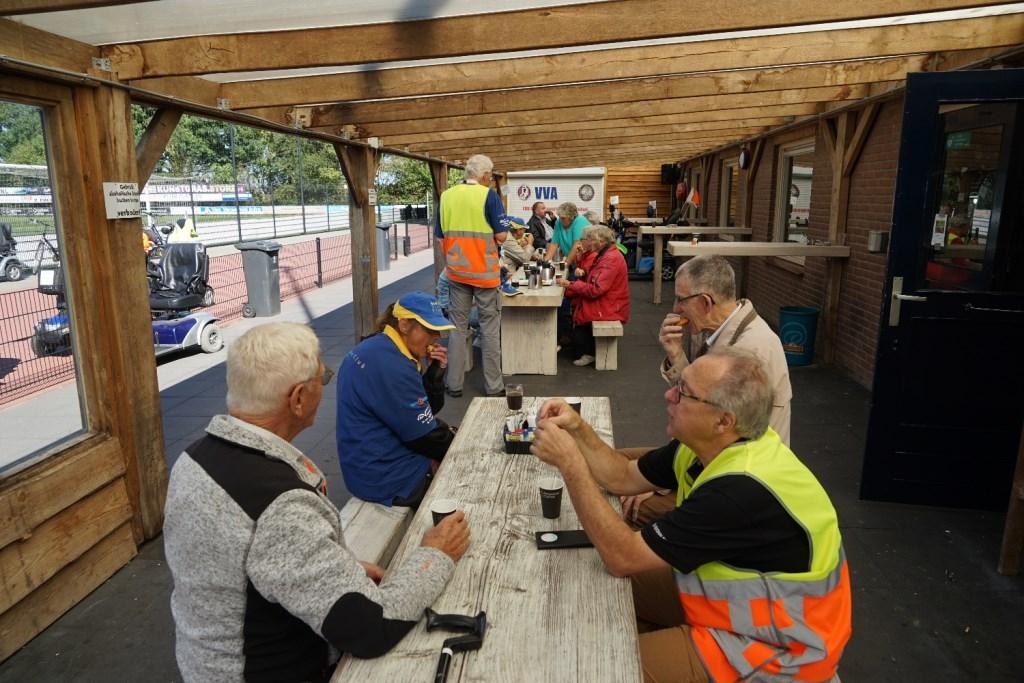Drinken bij VVA Achterberg Foto: P.v.d.Rovaart © Persgroep