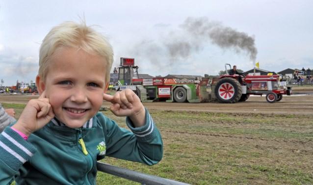 Guus Overbeek uit Meerkerk was bij een dagje bij zijn oma en opa uit Dussen en was niet van het hek weg te slaan.
