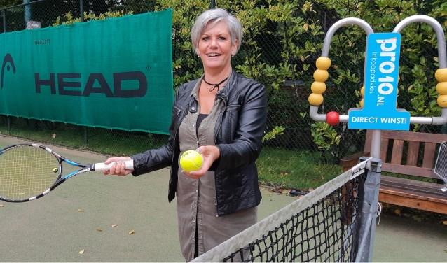 Marion roept iedereen op om zondag 7 oktober een kijkje te komen nemen op tennispark Welgelegen