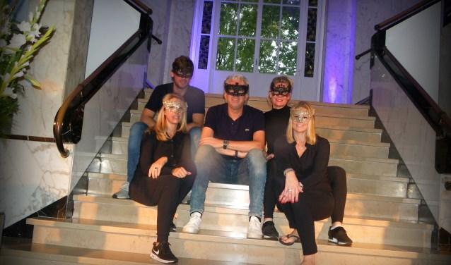 Gijs Piera (midden) organiseerde met collega-ondernemers zaterdag het grote  jubileumfeest van VOA.
