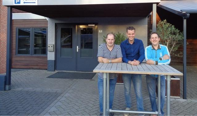 Ron Kokx, Ben Lathouwers (Bestuur SKR) en Patric Lavrijsen (SKR) staan klaar om er een gezellige avond van te maken op 19 oktober.