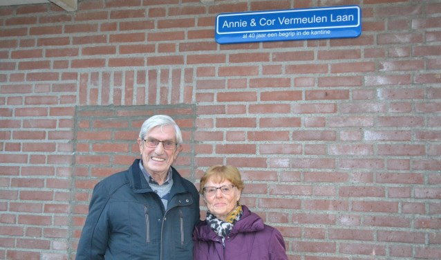 Annie en Cor Vermeulen zetten zich al tientallen jaren in voor voetbalvereniging SIOL. (foto: Gerno de Haas)